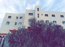شقة ارضية 145 م ديلوكس في بلدة ابونصير تحت مستشفى الرشيد 2 كم