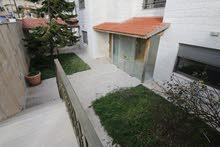 شقة شبه أرضية 224 متر مع حديقة 200 متر وكراج خاص للبيع في الصويفية