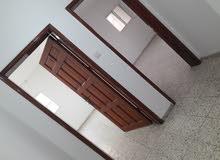 للإيجار شقة 200 متر 4 غرف طابق أول
