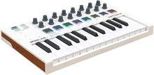 وحدة تحكم USB-MIDI محمولة Arturia MiniLab MkII (أبيض)