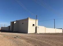 ارض سكنيه في ولايه جعلان بني بو علي منطقة محيني مساحه الأرض 752 يتكون من غرفتين