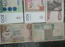 أوراق نقدية متنوعة