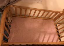 سرير اطفال مع الهزاز والناموسيه
