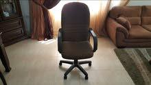 مكتب مع كرسي