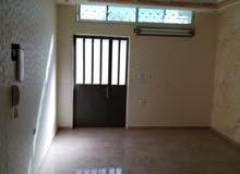 شقة ارضية طابقيه للبيع مساحتها 150م2 لها مدخلين تراس 60م2