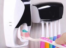 علاقة فراشي اسنان و معجون للحمام