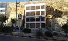 مجمع تجاري للايجار مدخل مدينه السلط