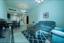 دبي سبورت سيتي غرفة وصالة مفروشة سوبر لوكس مع بلكونة - ايجار شهري شامل