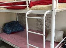 سرير وخزانة