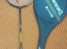 مضارب للريشة الطائرة وعلب ريش صناعي Badminton rackets and Nylon shuttle