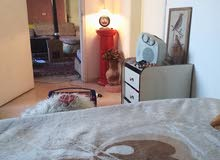 غرفة داخل منزل مفروش الأفضل أن تكون سيدة من دون اولاد المنطقة الجنوب النبطية ألم