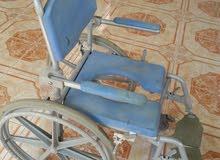 كرسي متحرك لدورة المياة