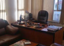 مكتب مدير 180 سم مع 3 خزائن وطاوله وتلفزيون