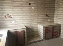 شقه للإيجار تتكون من 3 غرف مع دورات مياه صالة ومطبخ مكيفه في سوق المواشي