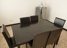 طاولة خشب مع 6 كراسي     table with 6 chairs