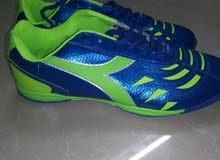 أحذية رياضية جديدة للبيع