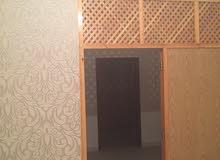 شقة في الصابري بالقرب من مسجد الزريريق تتكون من 2غرف وحمام وصاله ومطبخ