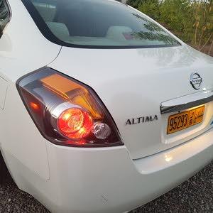 White Nissan Altima 2010 for sale