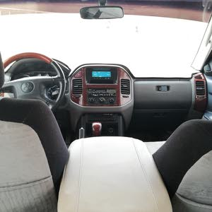 Used condition Mitsubishi Pajero 2006 with +200,000 km mileage