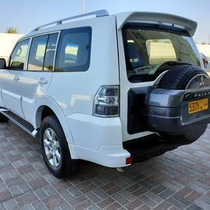 Mitsubishi Pajero 2009 Prices and Specifications in Oman