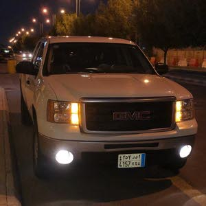 Available for sale! +200,000 km mileage GMC Sierra 2011