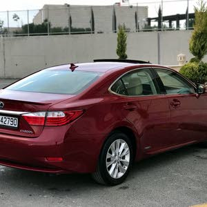Automatic Maroon Lexus 2015 for sale