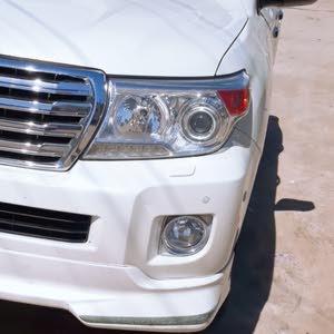 لاند كروزر (8سلندر)  2012 اللون ابيض مكفوله من كلشي  رقم صدامي بصره
