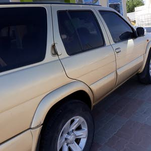 Nissan Pathfinder 2004 For sale - Gold color