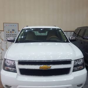 White Chevrolet Tahoe 2012 for sale