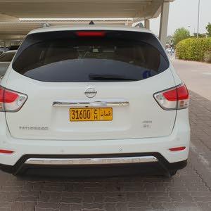 Nissan Pathfinder 2013 For sale - White color