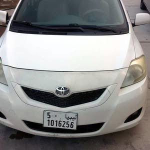 White Toyota Yaris 2010 for sale