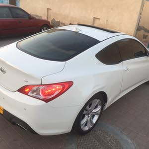 White Hyundai Genesis 2011 for sale