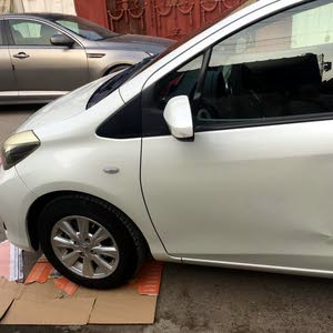 سيارة تابوتا للبيع 2012