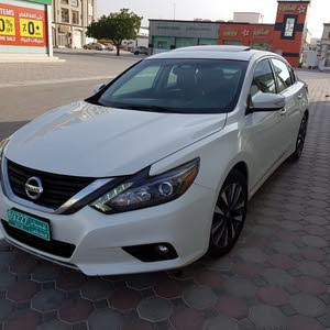 White Nissan Altima 2016 for sale