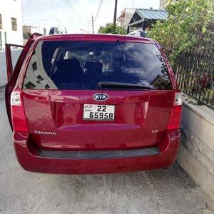 كيا سيدونا بحالة جيدة جدا سيارة عائلية
