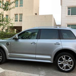 Volkswagen Touareg car for sale 2010 in Hawally city