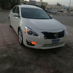 White Nissan Altima 2013 for sale