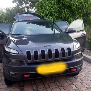 1 - 9,999 km Jeep Cherokee 2015 for sale