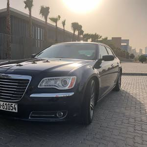 Chrysler 300C car for sale 2013 in Hawally city
