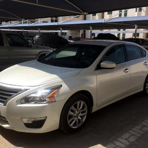 For sale Nissan Altima car in Ajman