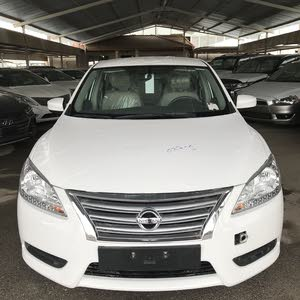 Automatic White Nissan 2018 for sale