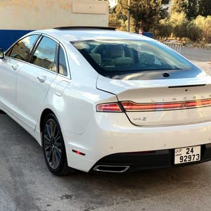 White Lincoln MKZ 2015 for sale