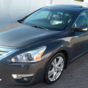 Nissan Altima car for sale 2013 in Sohar city