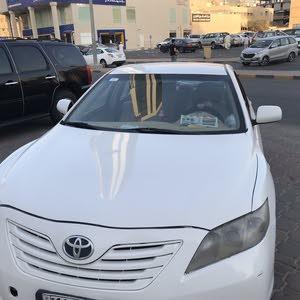 سيارة تيوتا كامري ابيض 2007 بحالة جيدة جدا