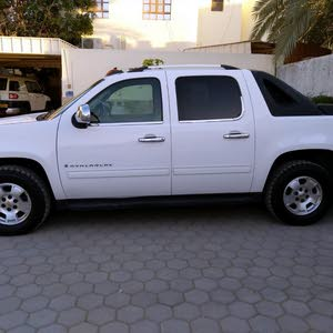 Available for sale! +200,000 km mileage Chevrolet Avalanche 2009