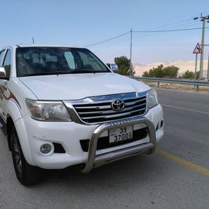 Toyota Hilux made in 2015 for sale