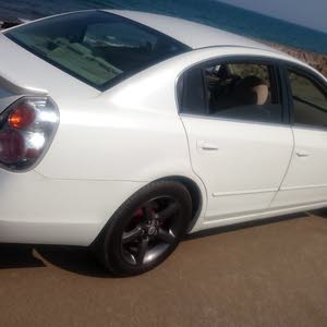 Used condition Nissan Altima 2006 with +200,000 km mileage