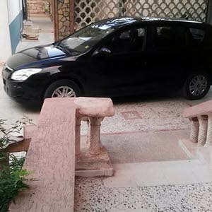 Automatic Hyundai 2011 for sale - Used - Zawiya city