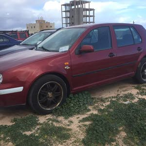 Volkswagen Golf 2000 For sale - Maroon color