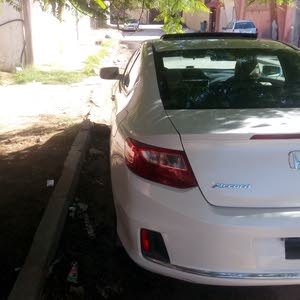 Automatic White Honda 2013 for sale